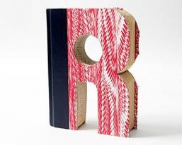 R造型的书